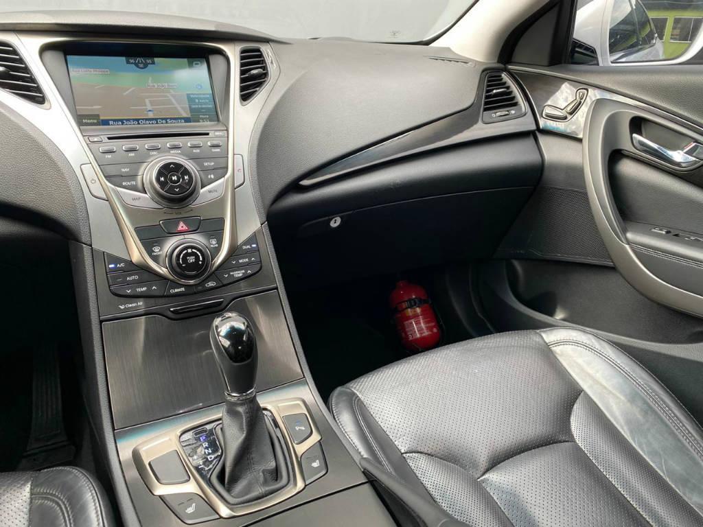 Foto numero 8 do veiculo Hyundai Azera 3.0 V6 - Branca - 2014/2015