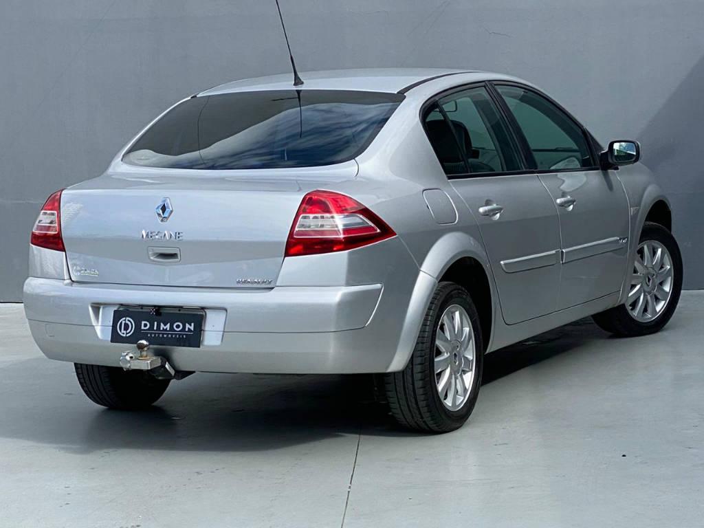Foto numero 3 do veiculo Renault Mégane DYNAMIQUE 1.6 - Prata - 2009/2010