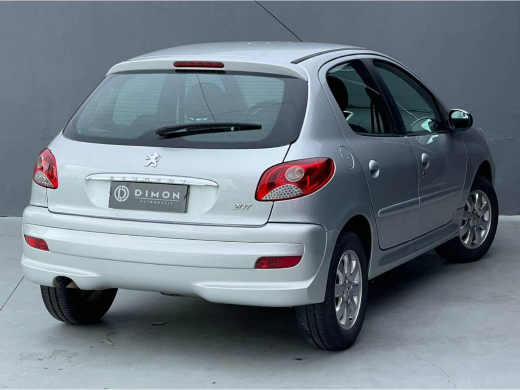 Foto numero 3 do veiculo Peugeot 207 1.4 ACTIVE - Prata - 2013/2014