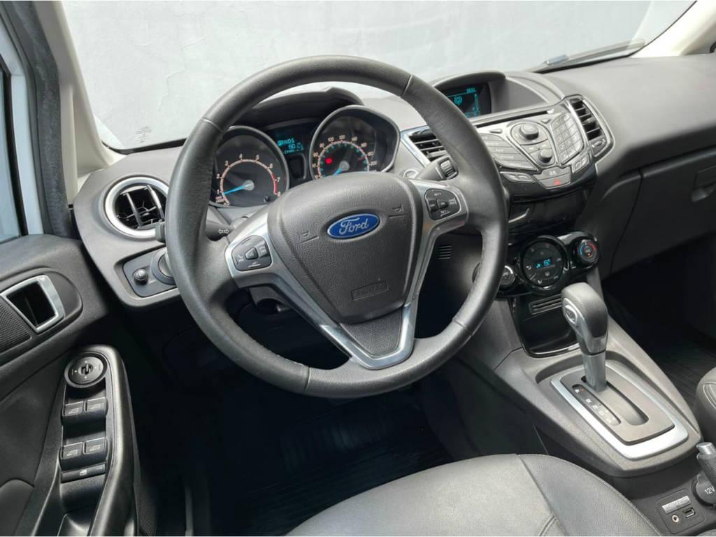 Foto numero 6 do veiculo Ford New Fiesta Hatch TITANIUM 1.6 AUT - Branca - 2015/2016