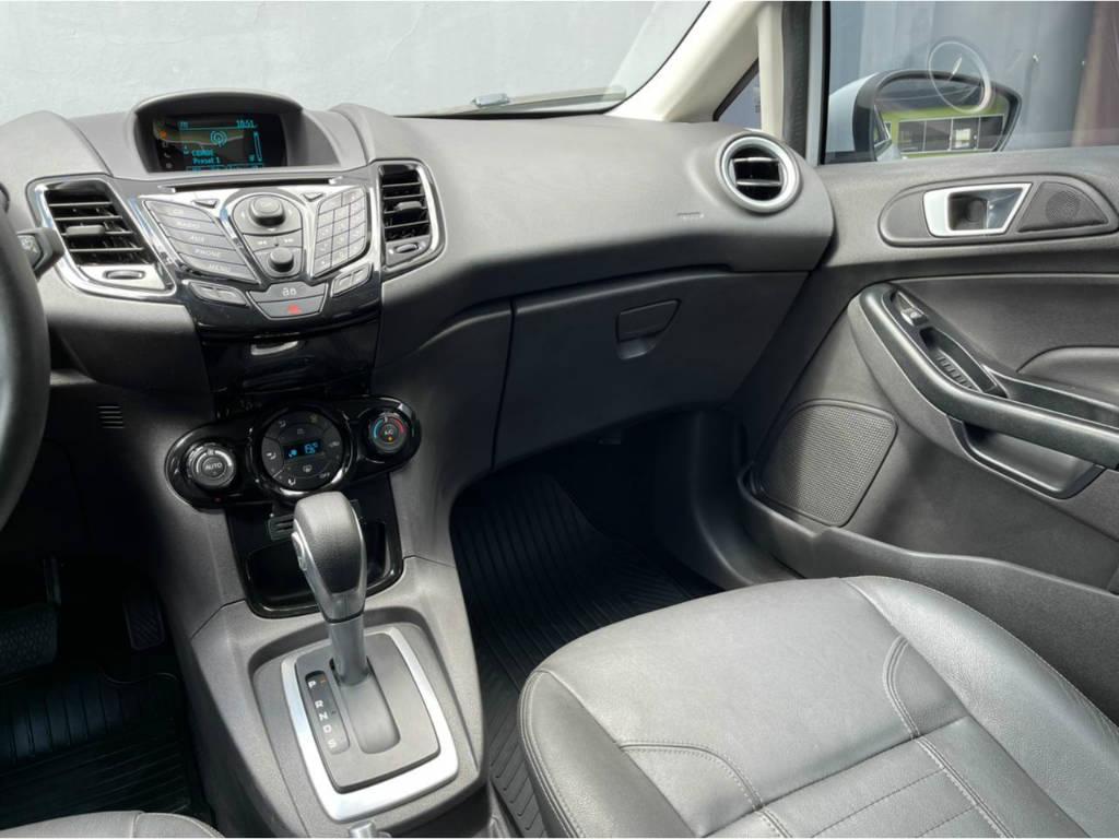 Foto numero 7 do veiculo Ford New Fiesta Hatch TITANIUM 1.6 AUT - Branca - 2015/2016