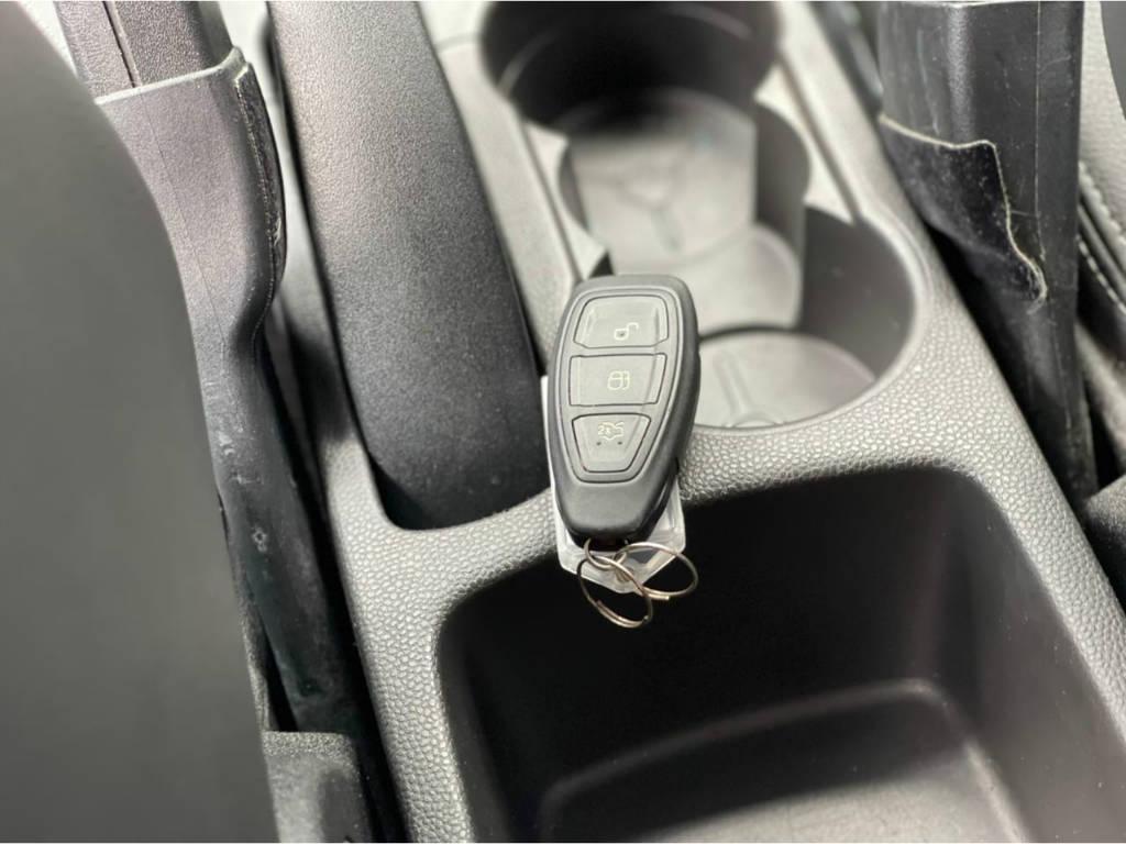 Foto numero 9 do veiculo Ford New Fiesta Hatch TITANIUM 1.6 AUT - Branca - 2015/2016