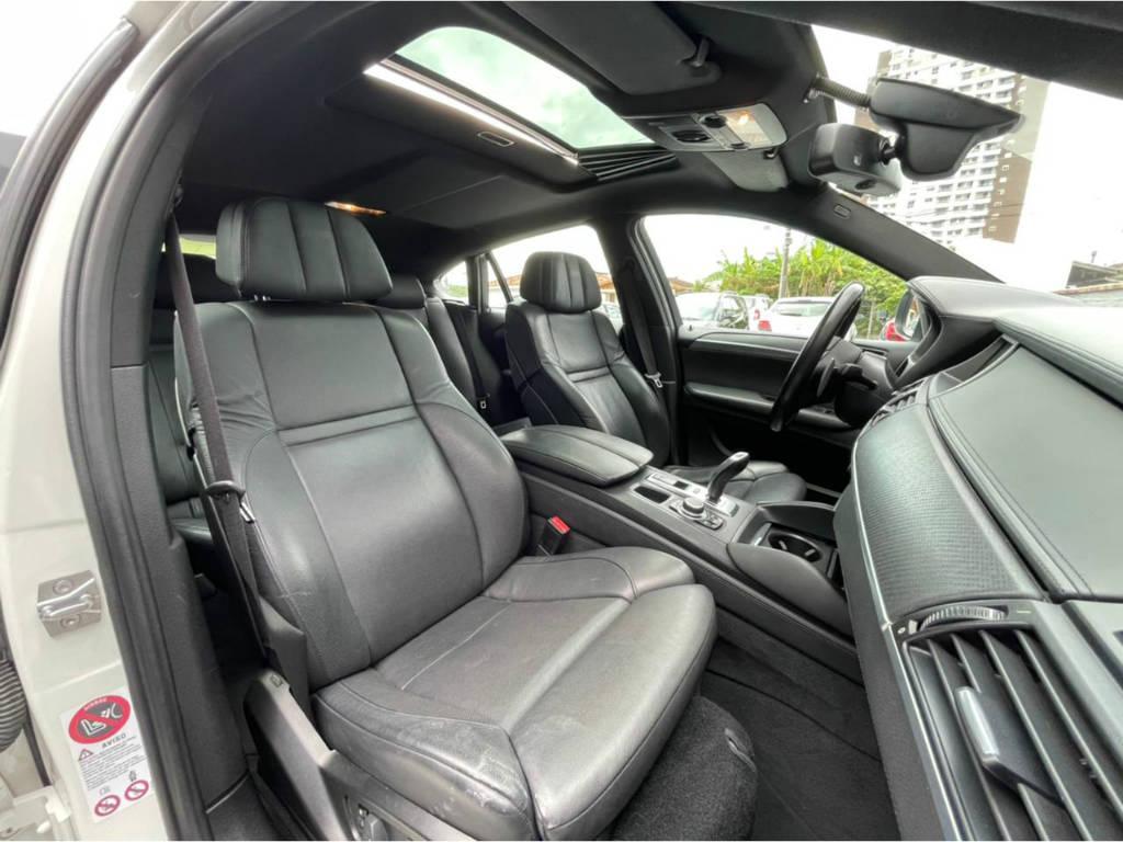 Foto numero 17 do veiculo BMW X6 M 4.4 - 4X4 V8 BI TURBO - Branca - 2011/2011