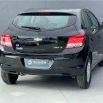 Foto numero 4 do veiculo Chevrolet Onix 1.0 LT - Preta - 2015/2016